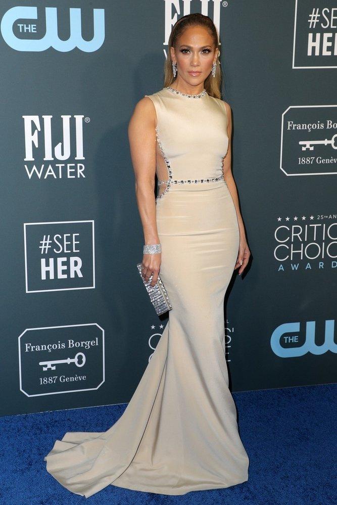 Jennifer Lopez na předávání cen Critics' Choice Awards v šatech Georges Hobeika