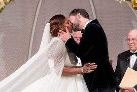 Serena Williams se vdala! Šaty měla od stejné návrhářky jako Kate Middleton