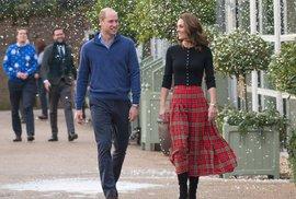 Vévodkyně Kate oblékla dokonalý vánoční outfit, který můžete snadno napodobit!