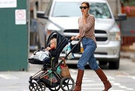 Nejstylovější slavné maminky: Komu to sluší i cestou na hřiště?
