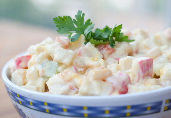 Nejlepší bramborový salát: Tipy na tradiční i odlehčené verze