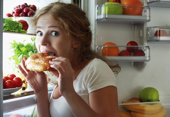 Proč jíme, i když nemáme hlad? Známe osm důvodů – přestaňte s nimi a zhubnete!