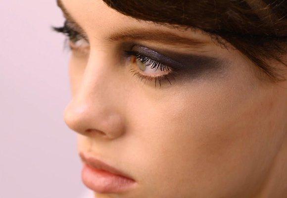 Jak si nalíčit oči na party? Zkuste to podle cool trendů z přehlídek