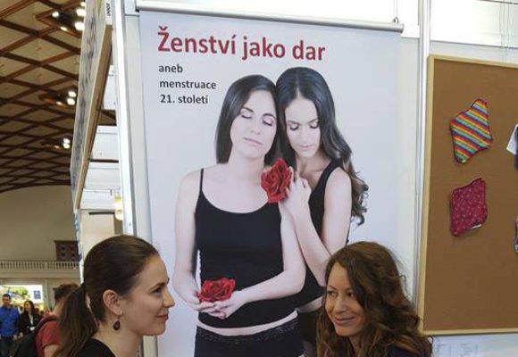 """Jak vnímají muži """"naše dny""""? Ilona Bittnerová mluví s muži o menstruaci"""