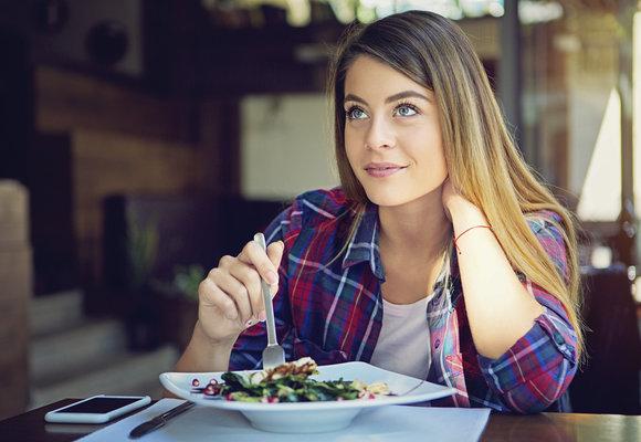 Mindful eating: Proč je dobré jíst všímavě a šest tipů, jak na to