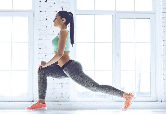 Cviky na stehna, při kterých zabírá i břicho nebo zadek