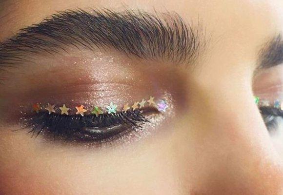 Rychlotrend z Instagramu: Místo očních linek nalepené hvězdičky!