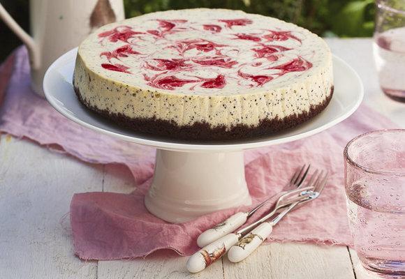 Jahodová mánie: Cheesecake s bílou čokoládou a mákem!