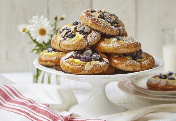 Chuť s vůní prázdnin: Kynuté koláče s tvarohem a borůvkami!