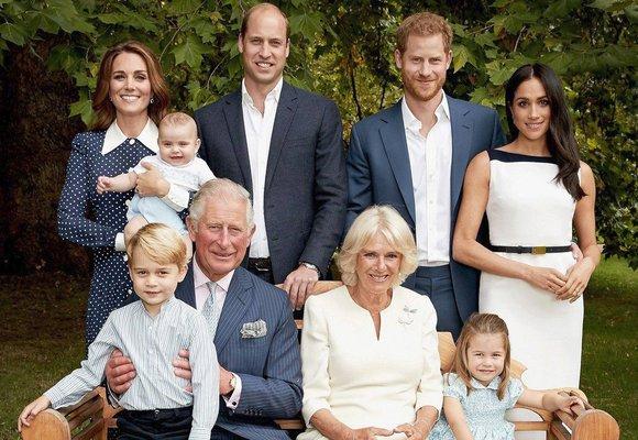 Oficiální snímky královské rodiny: Od Viktorie až po éru Kate a Meghan!