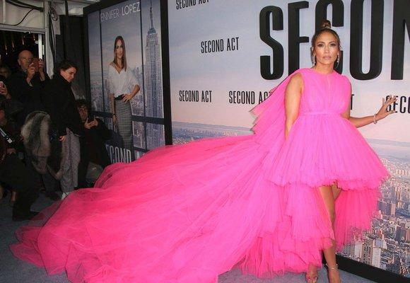 Od Rihanny po J.Lo: Nejobjemnější šaty na červeném koberci, které šokovaly svět