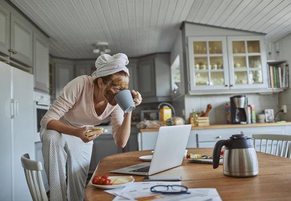 Ranní rituály podle znamení: Máte si dát vydatnou snídani, nebo radši meditovat?