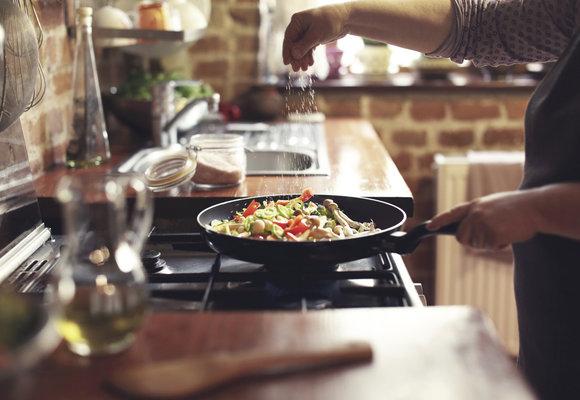 Jak jednoduše a přirozeně snížit denní příjem soli? Zkuste naše tipy!