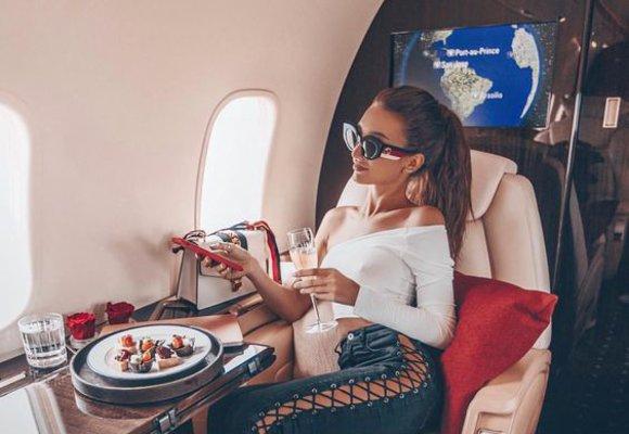 Triky celebrit, jak se udržet během cestování fit a zdravá