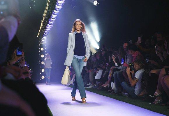 Inspirace z přehlídek: Outfit, který občas potřebuje nosit každá žena