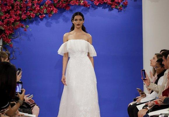 Pět zásadních trendů, které ovládnou svatební šaty!