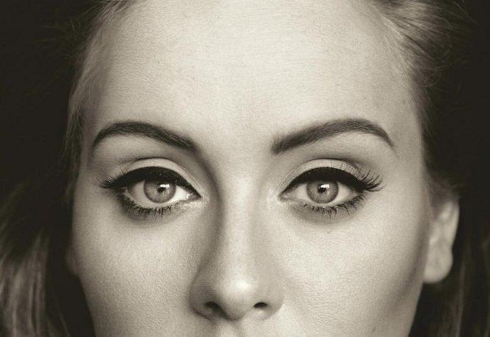 Tato fotka zdobí obal jejího nejnovějšího CD s názvem 25.