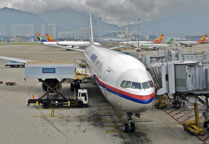 Co se doopravdy stane, když si nevypnete mobilní telefon v letadle? Pilot promluvil…
