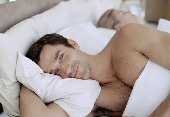 chodit s někým, kdo má chyby v posteli