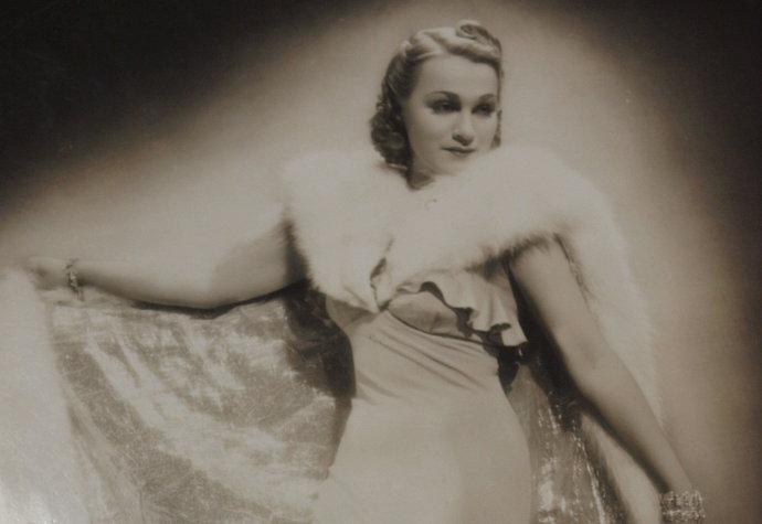 Krásnou a obdivovanou prvorepublikovou hvězdou byla Adina Mandlová (†81) i díky úchvatným róbám od Podolské