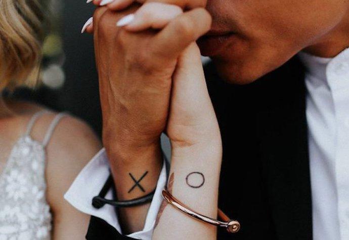 Symbolem vzájemné lásky nemusí být pouze prstýnek, ale také tetování