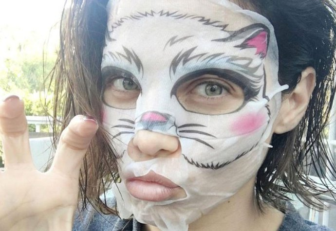 Herečka Jenna Dewan Tatum s maskou