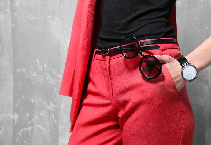 Barevné kalhoty jsou trendem. Víte 18aa0728ad