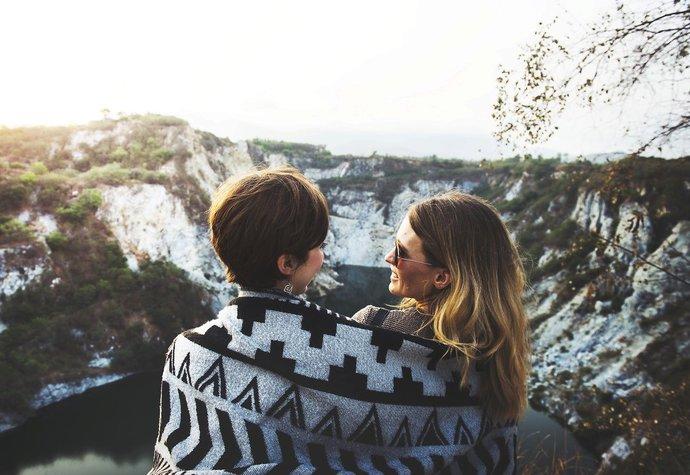 Proč rozchod s kamarádkou někdy bolí víc než s partnerem?
