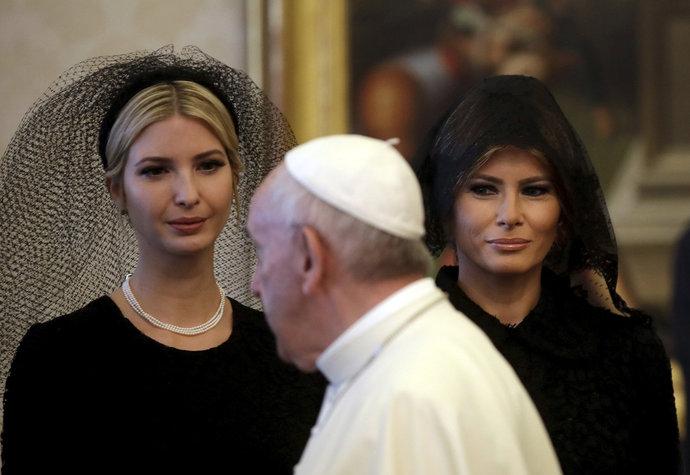 Melania Trump: Šátek jako názor, nebo jen módní doplněk?