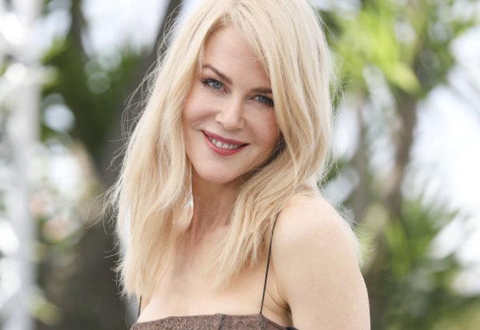 Příběh haute couture: Jak vznikaly šaty Nicole Kidman?