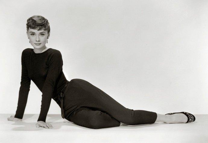 Šatník Audrey Hepburn jde do aukce