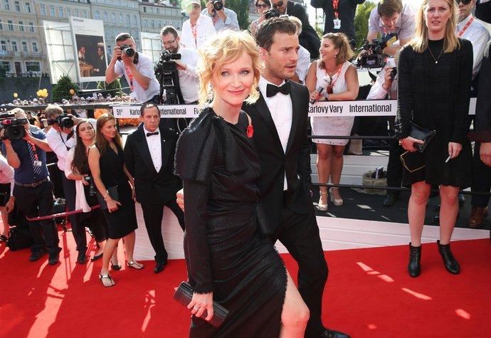 Aňa Geislerová a Jamie Dornan na loňském festivalu ve Varech