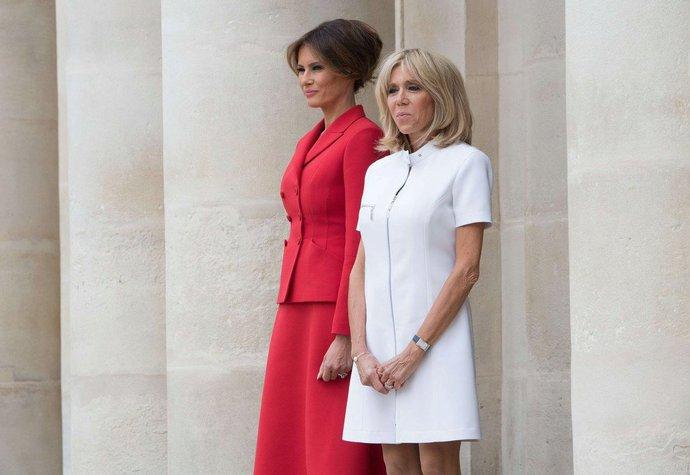 Brigitte Macron při červencové návštěvě Melanie a Donalda Trumpových