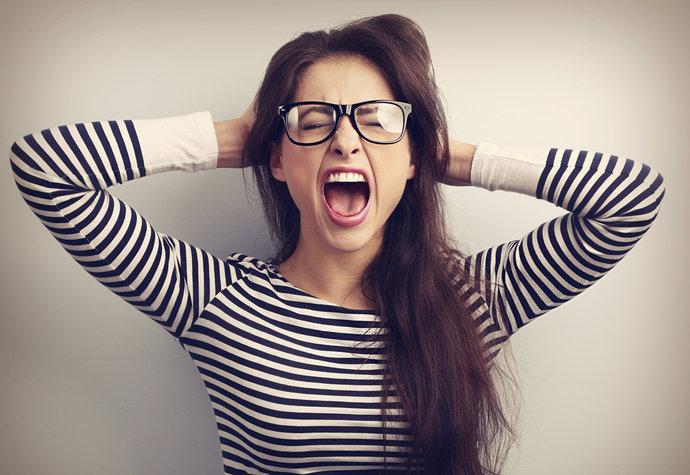 8 signálů těla, že jste ve stresu a musíte zpomalit