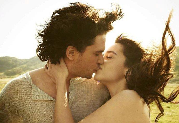 Jon Snow a Dračí královna jako pár? Tahle fotografie obletěla svět