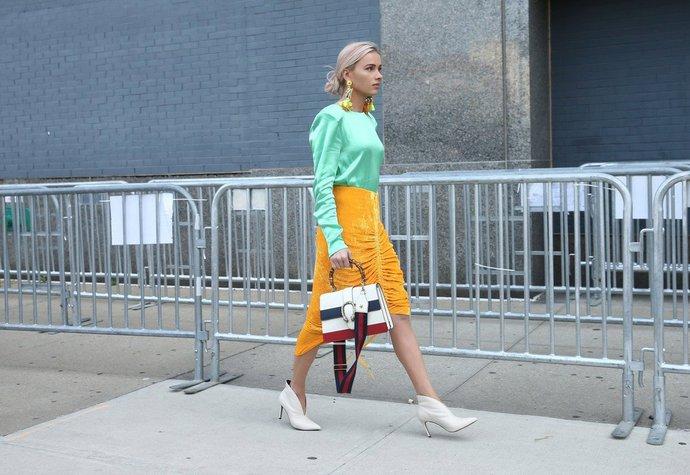 Bílé kabelky a boty: Trend, který si zamiloval New York