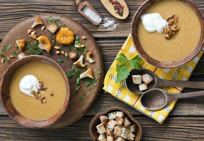 Bramborová polévka jinak: S pečeným květákem, liškami a petrželí!