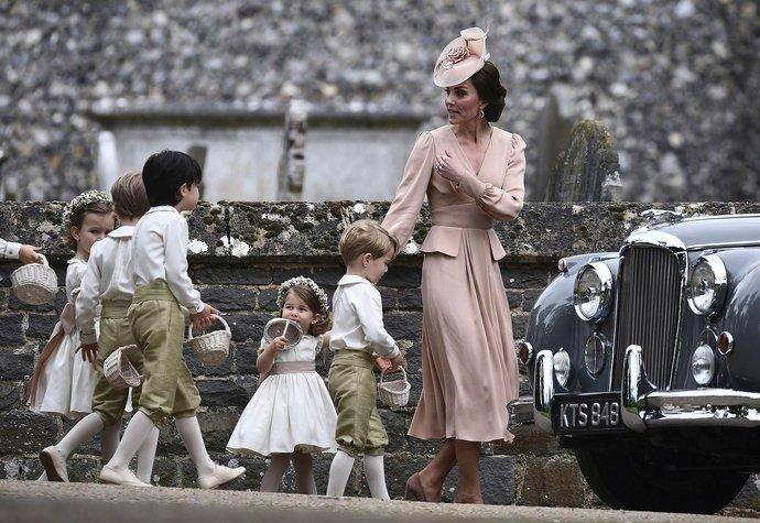 Vévodkyně Kate na svatbu své sestry Pippy zvolila svou nejoblíbenější značku Alexander McQueen