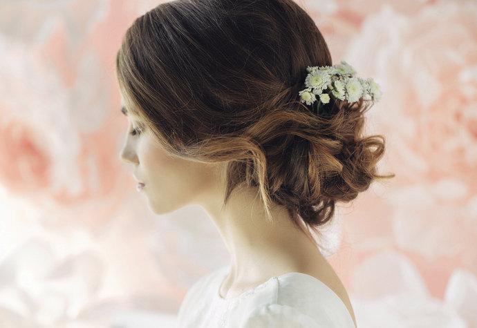 Svatební účesy – inspirace podle typu svatby a délky vlasů  76532c23eb5