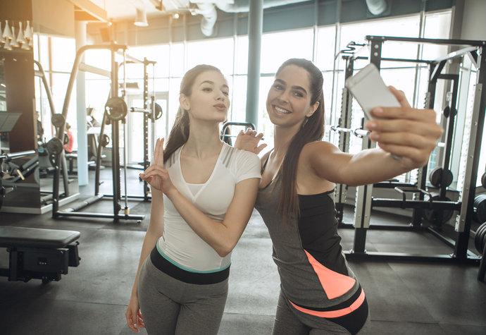 Dokonalé tělo na síti: Podporuje zdravý život, nebo vytváří mindráky?