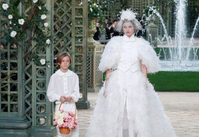 f42e04a2fa Nevěsty Chanel v průběhu let  Od Claudie Schiffer po Lily-Rose Depp ...