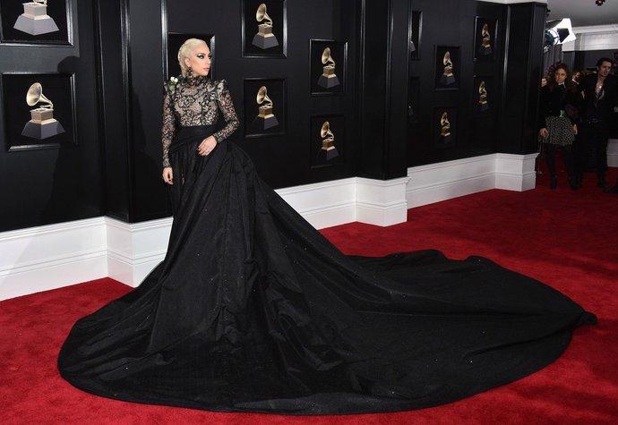 Lady Gaga v šatech Armani Privé