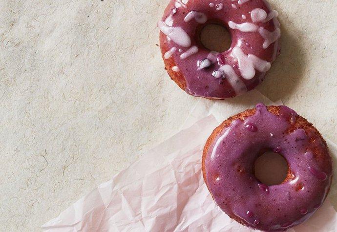 Donuty s borůvkovou polevou, kterým nikdo neodolá!