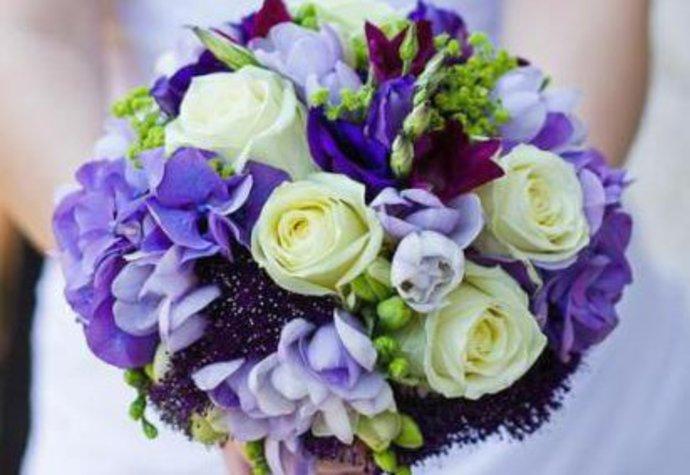 Jakou kytici na svatbu – klasické i originální květiny  dcc73c8c5b