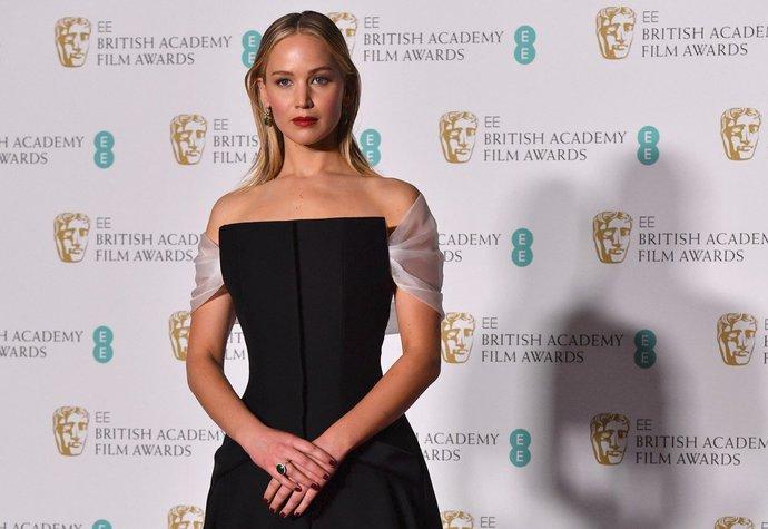 Ceny BAFTA 2018  Herečky opět protestovaly v černé barvě!  4613a242a8