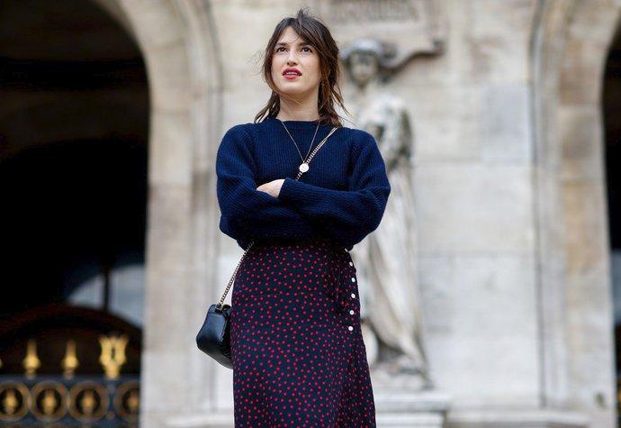 Jeanne Damas v zavinovací sukni vlastní značky Rouje