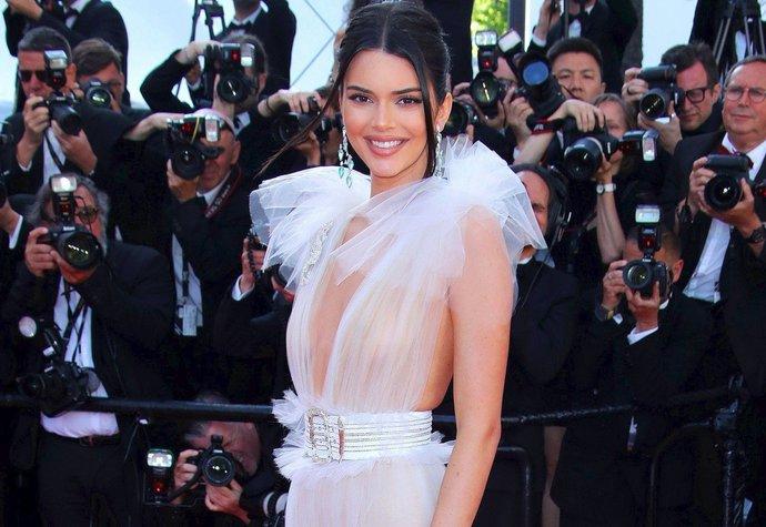 Kendall Jenner v Cannes