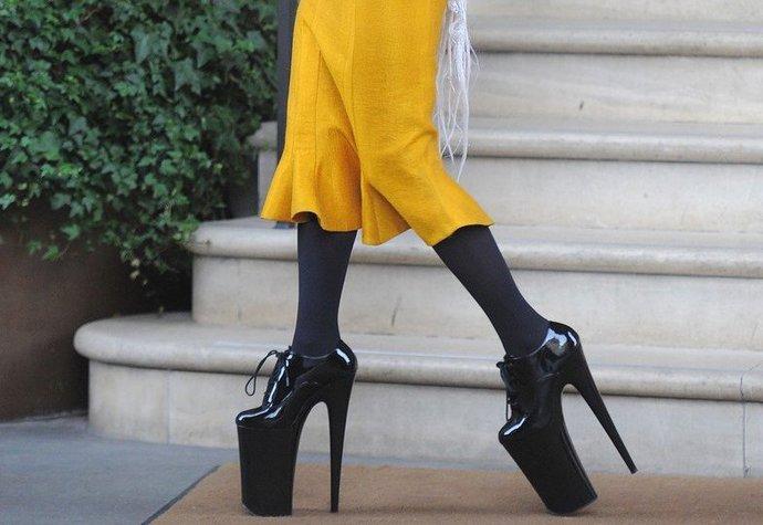 Nejnepohodlnější boty všech dob  Obula je Lady Gaga i Kim Kardashian ... 731108eb92