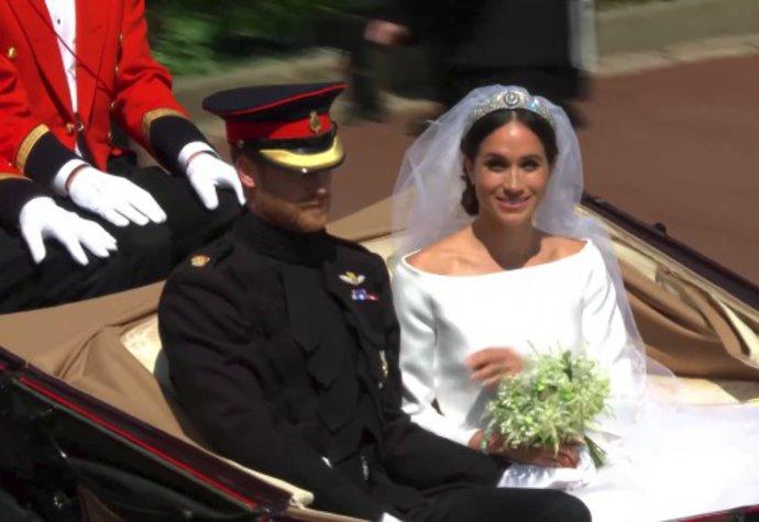 Meghan s Harrym odjeli v otevřeném kočáře