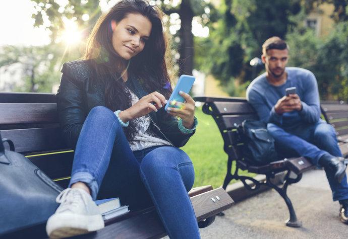 Šest let randění díky Tinderu. Jak nás tato aplikace změnila?